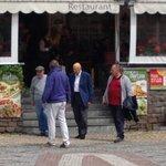 Il Presidente Napolitano uscendo dopo  pranzo