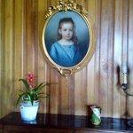Об истории этого портрета и этой девочки остается только догадываться. А история наверняка есть!