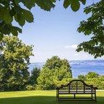 L'Hôtel Royal est situé au coeur d'un parc de 19 hectares peuplé d'arbres centenaires