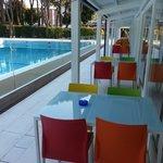 Terrazza bar/ristorante lato piscina