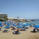 Пляж недалеко от отеля