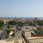 Вид с крыши отеля на город