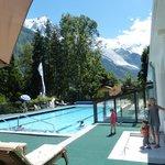 La piscine chauffée avec vue sur le Mont-Blanc