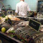 Choix de poissons au buffet du soir