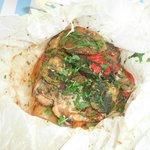 Κοτόπουλο με λαχανικά (μπριάμ) στη λαδόκολα