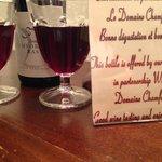 bottiglia di vino omaggio