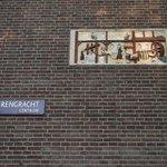 detalhes na fachada de um prédio, bastante comum lá em Amsterdam.