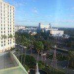 Vista da minha janela,e ao fundo o Point Orlando, ótimo para compras e alimentação
