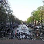 Herengracht visto da ponte sobre a Raadhuisstraat.