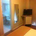 Vista do banheiro, a partir do quarto