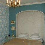 Værelset med glimerende senge