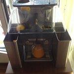 La machine a jus d orange pressée frais du petit déj buffet