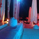 вечер в баре у пляжа