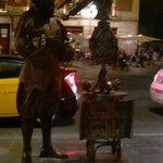 Uma das atrações da avenida - estátuas vivas!