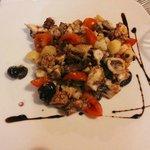 Insalata Tiepida di Polipo con Pomodorini, Olive Nere e Patate al Basilico