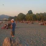 21:30 Hrs e a praia cheia esperando o por do sol.... Lindo