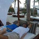 descansando en areas de la Playa.