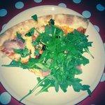 Pizza z rukolą,pycha:)