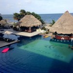 Wonderful Expansive Beachside Pool With Swimup Bar