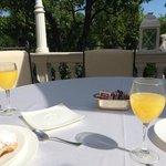 petit dej sur terrasse du restaurant