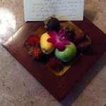 Fruit plate and a welcome note found in my room. :)