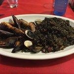 paella con riso nero