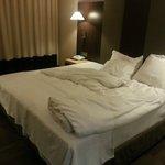 scandaloso un letto per tre