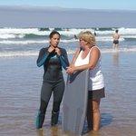 les surfeurs y trouvent les bonnes vagues