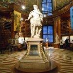 Estátua de Carlos VI