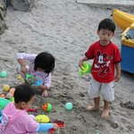 kids playing sand