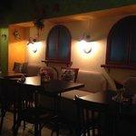 Интерьер кафе, где проходит завтра