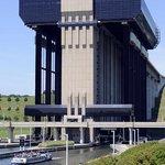 Ascenseur funiculaire de Strépy-Thieu
