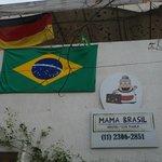 Fachada Hostel Mama Brasil - Copa do Mundo de futebol, bandeiras do Brasil e Alemanha (dos donos