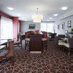 Hampton Inn Laredo Hotel Dining Area