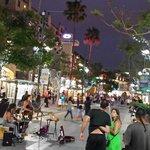 Street Scene & Street Performers