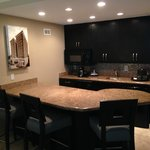 King Suite Bar and Kitchenette