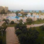 L'enorme piscina vista dall'alto