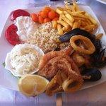 Polipo , calamari , gamberoni e molto altro