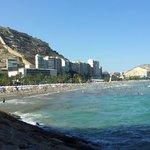 Stranden intill hotell Melia Alicante