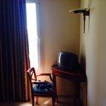 Tv in camera da letto degna di un miope