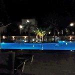 Η πισίνα το βράδυ