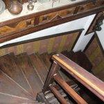 escalier sale d'accés à la chambre