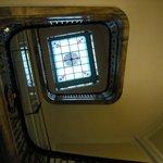 Escadaria clássica do hotel