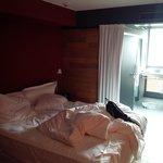 Zimmer mit Blick aufs tolle Badezimmer mit freiem Ausblick