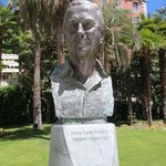 ティッセン氏の像