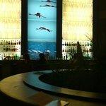 le bar de l'hôtel by night