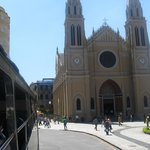 Catedral Metropolitana  localiza na  Praça Tiradentes