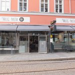 Front entrance on Drottninggatan - tram runs by right in front