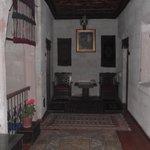 üst kattaki odaların buluduğu antre