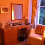 Dressing table area/drinks